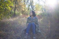 Het meisje met de deken Stock Foto