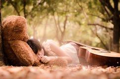Het meisje met een beer Stock Foto