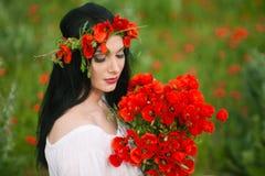 Het meisje met een boeket van bloemen Royalty-vrije Stock Foto's