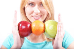 Het meisje met fruit Stock Foto