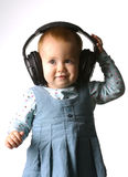 Het meisje met hoofdtelefoons op een witte achtergrond royalty-vrije stock afbeeldingen