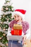 Het meisje met Kerstmis stelt voor Royalty-vrije Stock Foto's