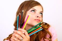 Het meisje met kleurenpotloden Royalty-vrije Stock Foto's