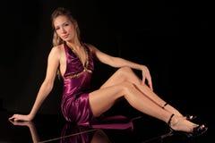 Het meisje met lange benen Stock Foto's