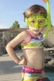 Het meisje met masker en snorkelt Royalty-vrije Stock Foto's