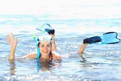 Het meisje met snorkelt apparatuur royalty-vrije stock fotografie