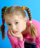 Het meisje met twee vlechten royalty-vrije stock fotografie