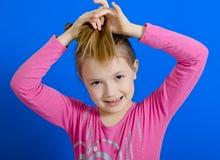 Het meisje met twee vlechten stock foto
