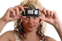 Het meisje neemt een foto Stock Afbeeldingen