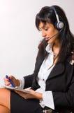 Het meisje in oortelefoons Royalty-vrije Stock Foto's