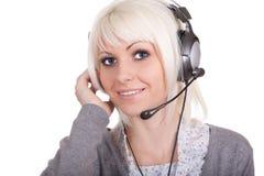 Het meisje in oortelefoons met een microfoon royalty-vrije stock afbeeldingen