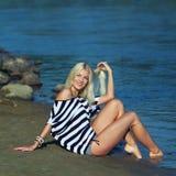 Het meisje op de kust Royalty-vrije Stock Foto