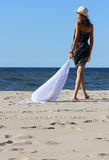 Het meisje op een strand Stock Fotografie