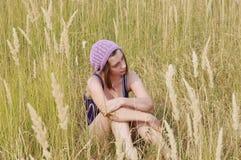 Het meisje op het gebied. royalty-vrije stock foto