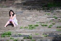 Het meisje op ladder Stock Foto