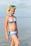 Het meisje op zeekust royalty-vrije stock fotografie