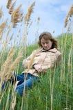 Het meisje in riet Stock Foto's