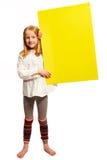 Het meisje steunt een teken aan de kant Royalty-vrije Stock Afbeelding