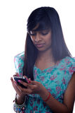 Het Meisje Texting van de tiener stock afbeeldingen