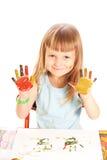 Het meisje toont de hand geschilderde kleuren Stock Fotografie