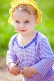 het meisje van de 1 éénjarigebaby openlucht Royalty-vrije Stock Foto's