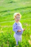 het meisje van de 1 éénjarigebaby openlucht Stock Foto