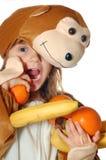Het meisje van de aap met fruit Stock Afbeeldingen