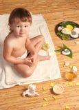 Het meisje van de baby bij kuuroordbehandeling Royalty-vrije Stock Foto's