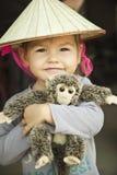 Het meisje van de baby in de hoed van Vietnam Royalty-vrije Stock Afbeeldingen