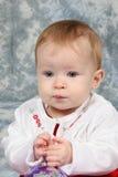 Het Meisje van de baby in de Kleding van Kerstmis stock afbeelding