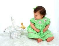 Het Meisje van de baby en Gele Eend royalty-vrije stock afbeelding