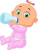 Het meisje van de baby het drinken melk Stock Afbeelding