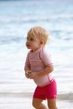 Het meisje van de baby het lopen Stock Foto