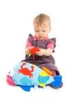 Het meisje van de baby het spelen met geïsoleerd stuk speelgoed - Royalty-vrije Stock Foto's