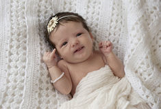 Het Meisje van de baby met Expressief Gezicht Royalty-vrije Stock Afbeeldingen