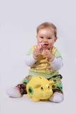 Het meisje van de baby met geld en spaarvarken Royalty-vrije Stock Fotografie