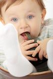 Het meisje van de baby met kleine groene pompoen royalty-vrije stock foto