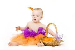 Het meisje van de baby met mand Royalty-vrije Stock Afbeeldingen