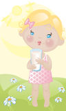 Het meisje van de baby met melk op gazon Stock Fotografie