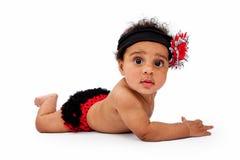 Het Meisje van de baby met Rode en Zwarte Knickerbockers en Hoofdband royalty-vrije stock foto
