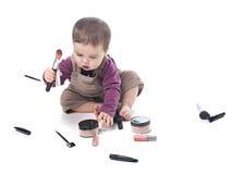 Het meisje van de baby met schoonheidsmiddelen stock afbeeldingen