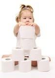 Het meisje van de baby met toiletpapier stock foto