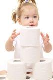 Het meisje van de baby met toiletpapier stock fotografie