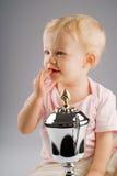 Het meisje van de baby met zilveren trofee Royalty-vrije Stock Afbeeldingen