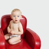 Het meisje van de baby op een armchair.bis Royalty-vrije Stock Foto's