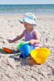 Het meisje van de baby op het strand Stock Foto's