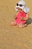 Het meisje van de baby op het strand Royalty-vrije Stock Fotografie