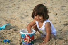 Het meisje van de baby op het strand Royalty-vrije Stock Afbeeldingen