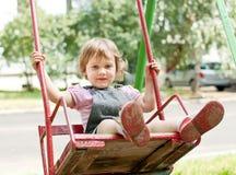 Het meisje van de baby op schommeling Stock Foto