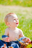 Het meisje van de baby openlucht Royalty-vrije Stock Afbeeldingen